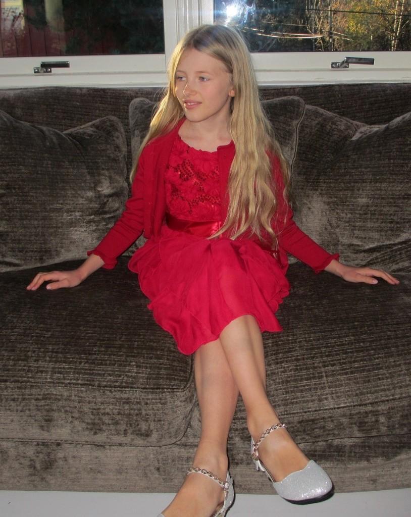 dcff035ac74 ... Pascal kjole med sløyfe rød. Rød julekjole glitter